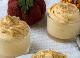 Low Carb Pumpkin Cheesecake Mousse is a pumpkin and low carb lovers dream.