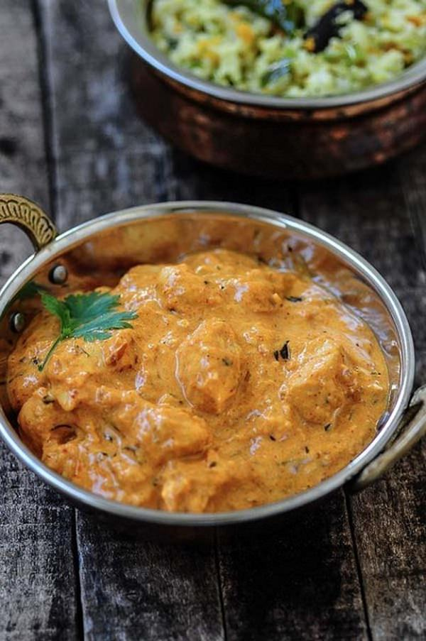If you love Indian cuisine and go often at Indian restaurants, it's time to learn some of the best recipes, you can prepare them easily at home!