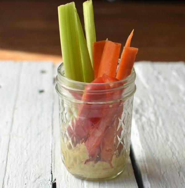 hummus-and-veggies-575x585