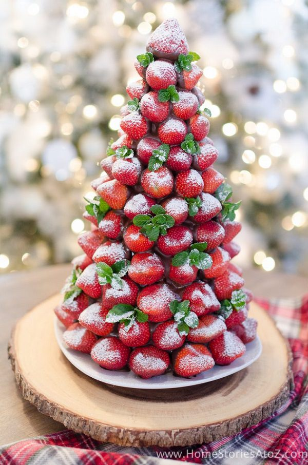 christmas desserts dont have to be complicated impress your guests at your next christmas party with this easy to make chocolate covered strawberry - Christmas Party Desserts